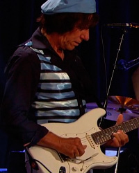 Jeff Beck Honors Les Paul